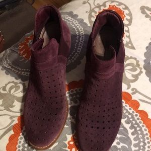 Earth booties size 8 in good condition